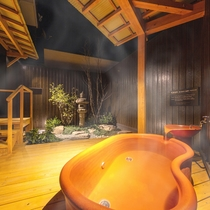 【特別室(桔梗)】お部屋の露天風呂で湯ったり、のんびり。