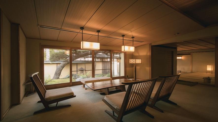 【ラウンジ】建築家・武智和臣氏コーディネイトのジョージナカシマの家具をご用意。