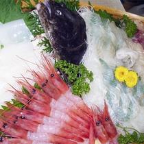 *夕食一例/とろりとした甘海老や、旬の鮮魚のお造りも人気。