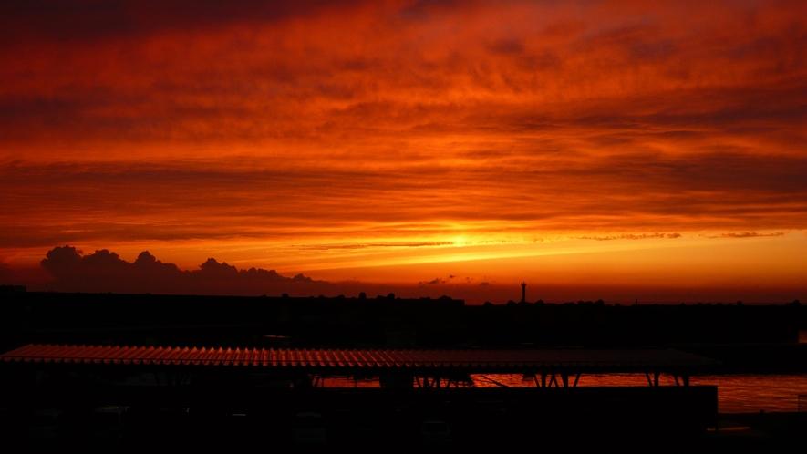 *周辺景観/夕暮れ時は日本海に沈む夕日の絶景をお見逃しなく!