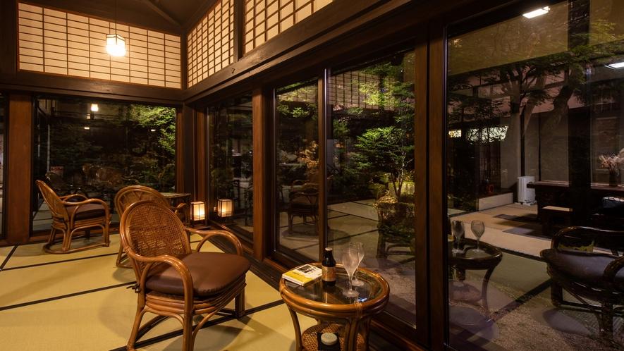 サロン上段(カフェスペース)