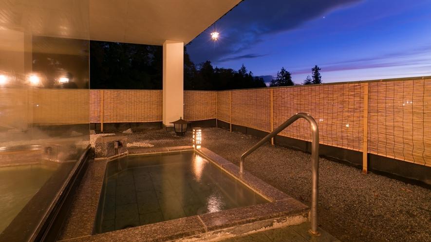 露天風呂から夕陽を眺む