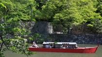 【彦根城】新緑の中の屋形船