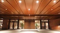エントランス/彦根城天守と佐和口多聞櫓を正面に望む絶好のロケーションをお楽しみください。