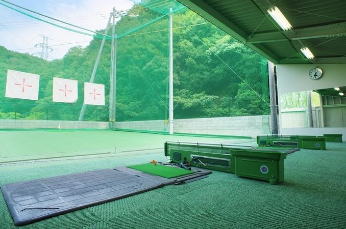 併設のゴルフ練習場