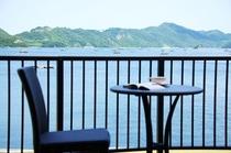 バルコニーから海を眺めて3