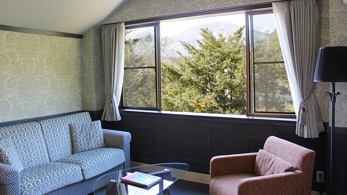 210 Deluxe Mountain View Twin Living