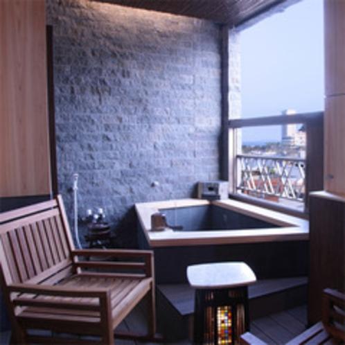 客室露天風呂(天然温泉)