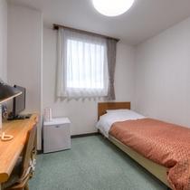 *シングルB(客室一例)/加湿器を完備したお部屋。有料放送も無料でご視聴いただけます!