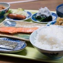 *ご朝食一例/栄養バランスの整ったホテルの朝ごはん。やさしい味つけの和定食膳です。