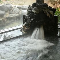 湯量豊富な大浴場