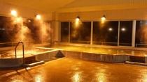 *【大浴場】落ち着きのある証明の夜の大浴場でごゆっくり♪