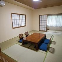 ★広縁付き10畳和室 3方向に窓があり広々とした角部屋です