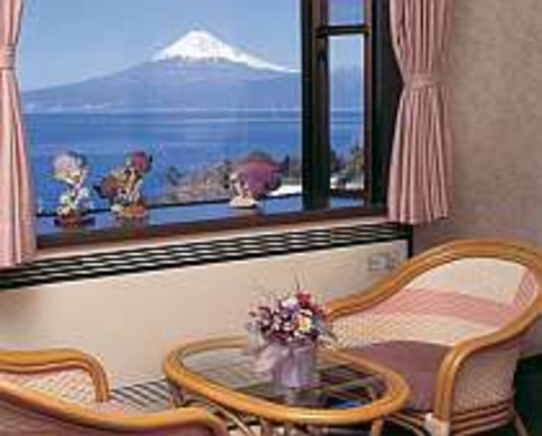 大きな金目鯛姿煮&旬魚入り舟盛【直前割・早割変動有】富士山一望6つの露天風呂24時間貸切無料