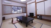 【和室10帖♪滝一望のお部屋】落ち着きのある和室です