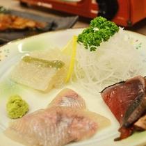 *【お刺身】イワナの刺身やプチプチ食感がおもしろい子持ちこんにゃくなど3点盛り(夕食一例)