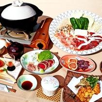 すべての料理に当館の温泉水を使用。評判の「温泉鍋」や「温泉コーヒー」がお勧め。イワナ・あわび茸など地