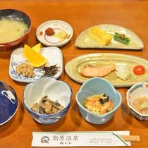 *【朝食】温泉水で調理した味噌汁はまろやかな味わいに。(一例)
