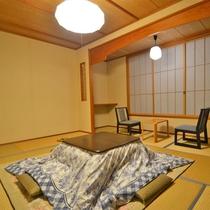 *【新館和室】窓際の椅子に座ってのどかな風景を眺めながら過ごしませんか。2名様用(一例)