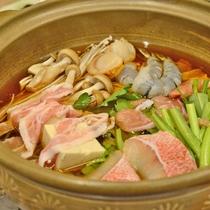 *【夕食】当館名物『温泉鍋』!まろやかな味わいが特徴で、「寄せ鍋」か「猪鍋」をお選び頂けます(一例)