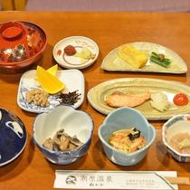 *【朝食】和定食をご用意しております。(一例)