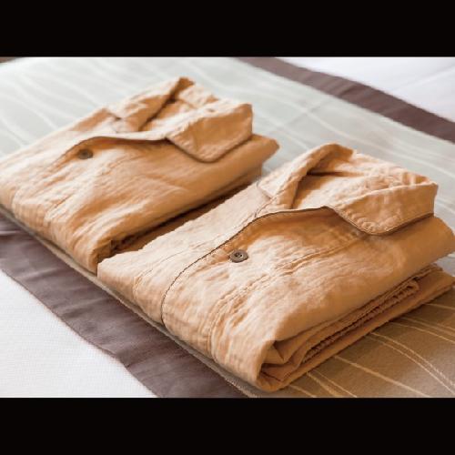 【アメニティ】綿100%、裏地ガーゼ地の着心地やわらかいパジャマで快適性UP。