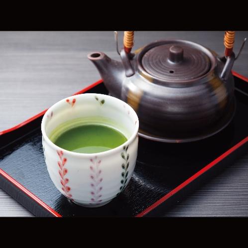 【サービス】おもてなしの心を添えて。午後からの専用ラウンジでは日本茶もございます。