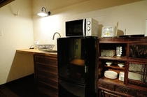 台所で簡単な調理器具も揃っています