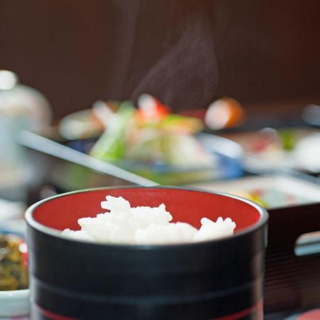 【ご朝食】見た目も味も楽しめる内容のご朝食を個室食事処にてご準備致します。