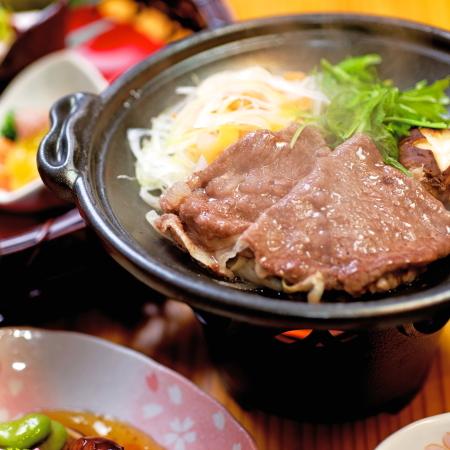 ご夕食一例)その日の仕入れによって異なる地元食材を彩鮮やかに調理致します。
