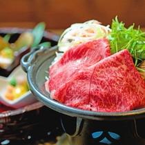 和牛)その日の仕入れによって異なる地元食材を彩鮮やかに調理致します。
