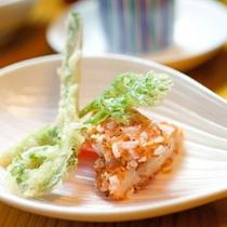 揚げ物)その日の仕入れによって異なる地元食材を彩鮮やかに調理致します。