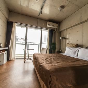 喫煙広々ダブルベッドルーム(ダブルベッド1台) バストイレ別