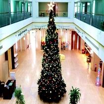 本館ロビーの巨大クリスマスツリー★