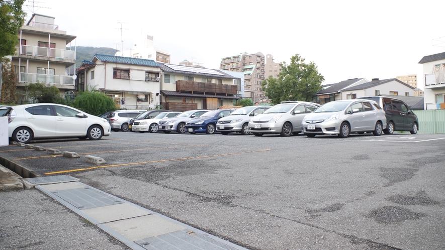 *お車の方も安心♪駐車場は1日500円でご利用いただけます。