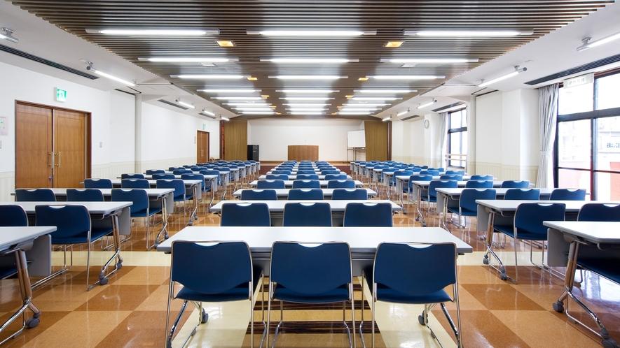*【大会議室】会議はもちろん、講演や集会にもご利用いただけます。利用希望の際はお問い合わせください。