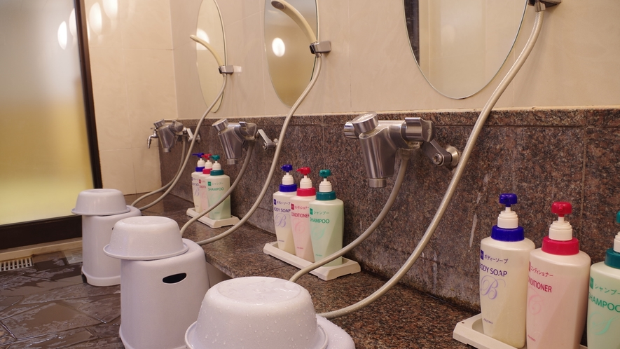 *【大浴場】洗い場も広々♪24時までご利用いただけます。
