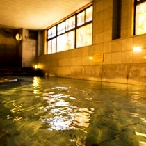 【小町の湯/大浴場】吉実の湯より若干広めの大浴場です。ゆっくり肩まで使って癒しのひとときを