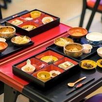 【郷土料理を含んだご朝食】置賜地方の郷土の味を箱膳の中で表現しました