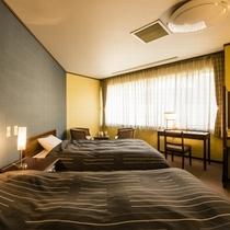 【本館/洋室】セミダブルサイズのベッドでゆっくりご就寝ください