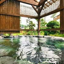【良実の湯/露天風呂】野趣あふれる岩造りの露天風呂で小野川の名湯を満喫♪