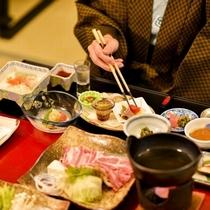 【米沢を味わう夕食】ジューシーなお肉や郷土の味、旬の味覚を丸ごと味わえます