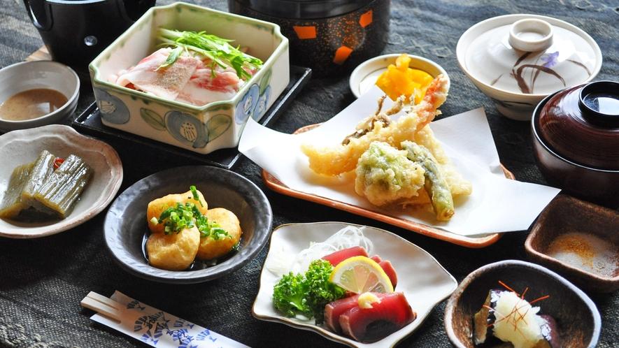 【夕食】一品一品、素材にこだわったお食事をお楽しみ下さい。