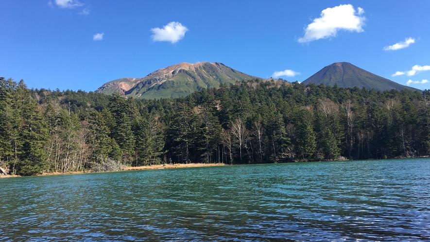 【周辺】天気が良いとオンネトーの水の色がとてもキレイに見れます。