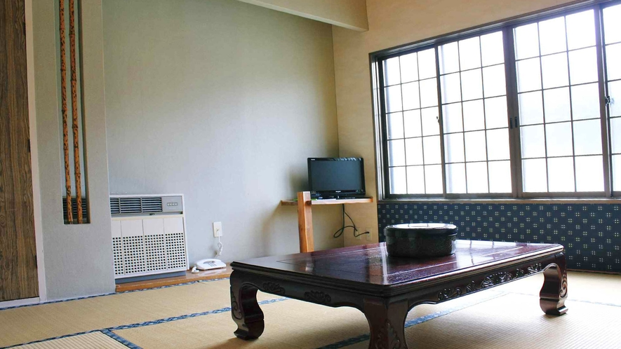 【客室(1-3名用】畳の香りに癒され、ゆっくりと寛げる空間です。