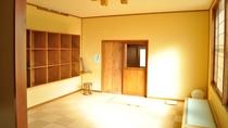 【脱衣室】明るく清潔な脱衣室。