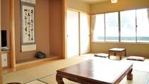 【客室(4-6名用】二間続きのゆったりとした造りとなっております。
