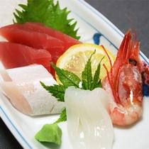 *スタンダード会席一例/お刺身は季節ごとに、駿河湾で獲れた新鮮なものをご用意します。