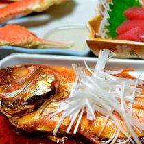*名物・金目鯛の煮付け/基本会席に付く定番人気の一品!甘く旨味のある味付けにご飯がすすみます。