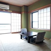 *客室一例/広さ7.5畳~8畳、潮風と波の音が心地よい海側のお部屋。